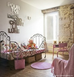 Изящные детские кровати со сказочными узорами ковки.